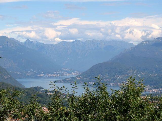 Lago d'Orta, Mottarone e rilievi dell'alto lago Maggiore dalla colma del Monte Tre Croci