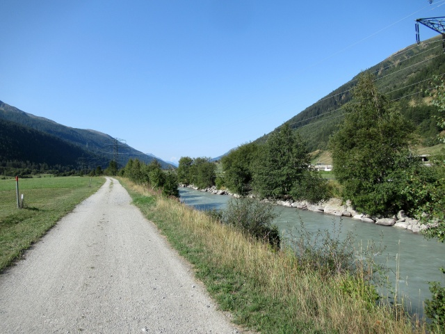 Ciclabile lungo il Rodano in direzione di Oberwald