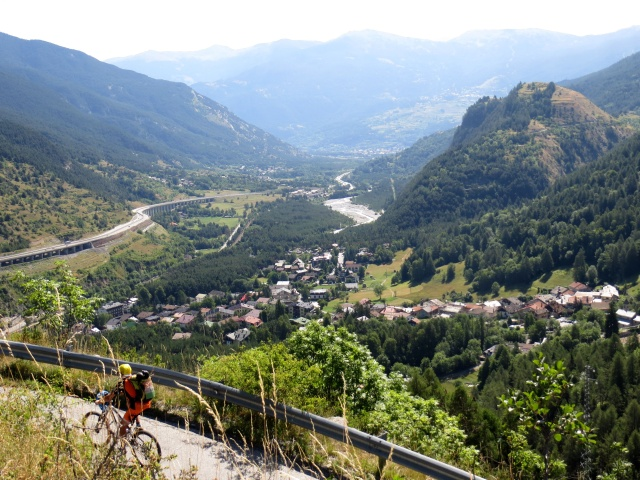 Salita a Puys, vista su Beaulard e l'Alta Val di Susa