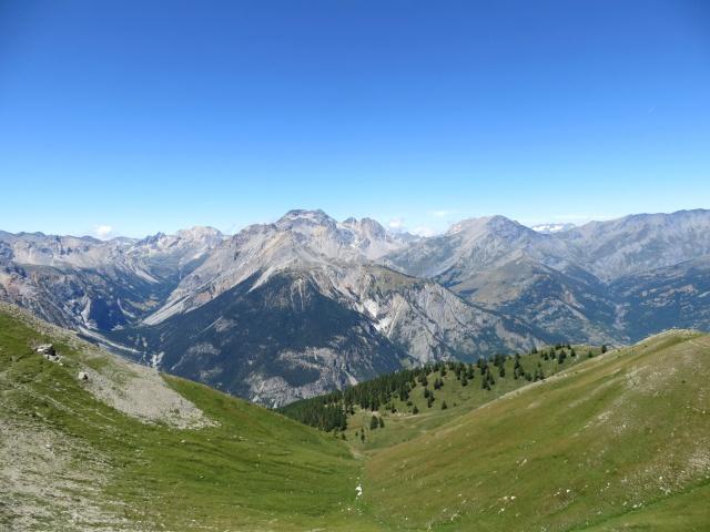 La valle Stretta e la catena montuosa che la divide dal Colle della Rho