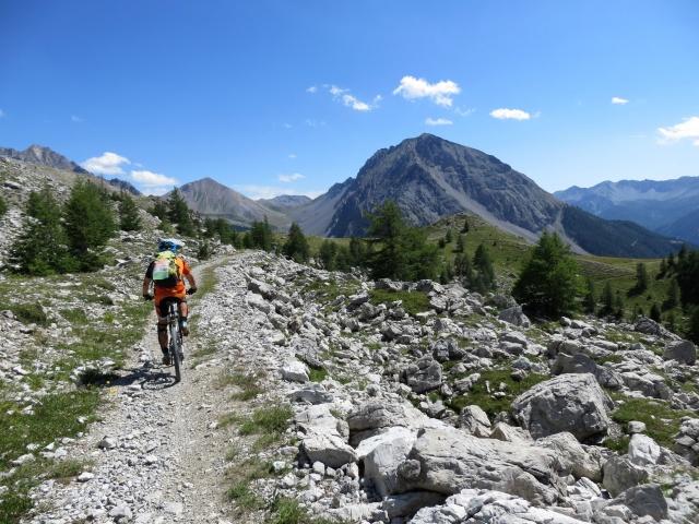 Lungo il sentiero di discesa in direzione del Col des Acles