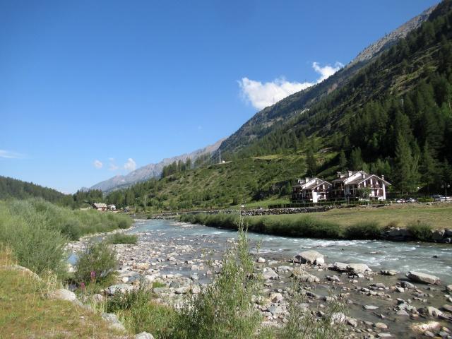 Lungo il torrente Grand Eyvia nelle vicinanze di Lillaz