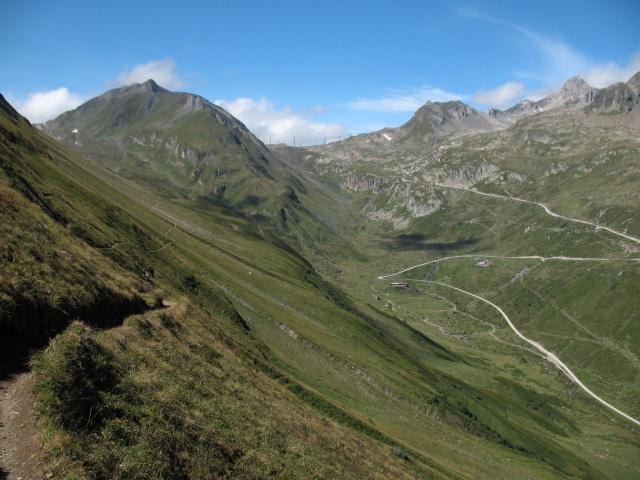 Single track In direzione della capanna Corno Gries e Passo della Novena