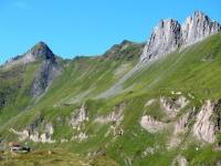 Capanna Corno Gries e rilievi della Val Bedretto