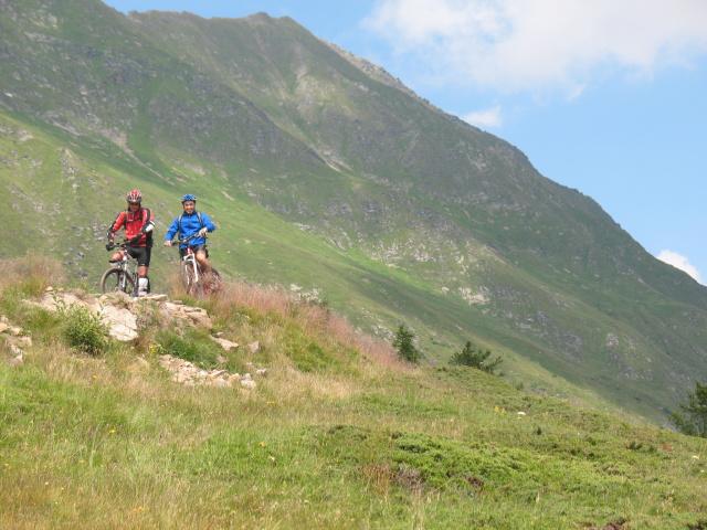 Tra l'Alpe di Pontino e l'Alpe di Orello, discesa verso Airolo