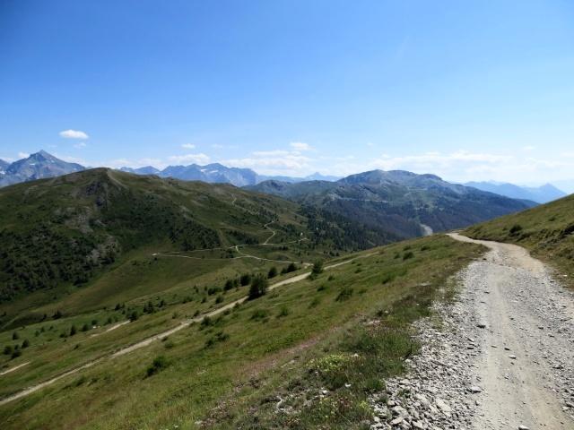 Colle di Costa Piana e circostanti rilievi visti dal Monte genevris