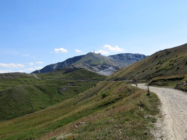 Nelle vicinanze del Colle Basset, sullo fondo il Monte Fraiteve
