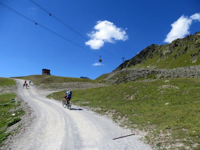 Sulla strada che collega il lago d'Alv con Corviglia