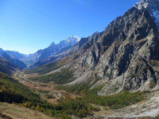 Spettacolare panorama sulla Val Ferret e sulla Val Veny