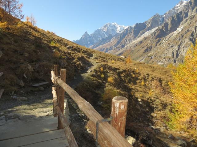Trail d'alta quota in direzione del Rifugio Bonatti