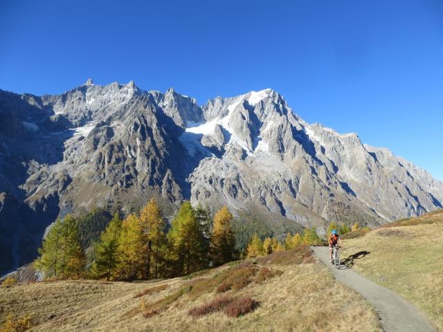 Percorrendo il sentiero della Grande Balconata della Val Ferret