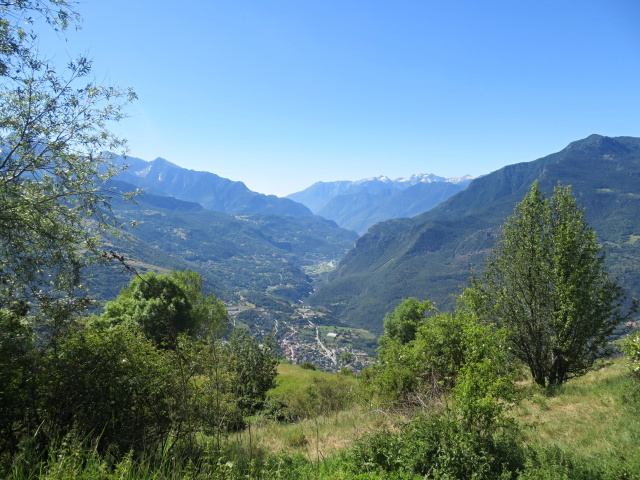 Panoramica sulla parte iniziale della Val d'Aosta, percorrendo la Strada della collina di Châtillon
