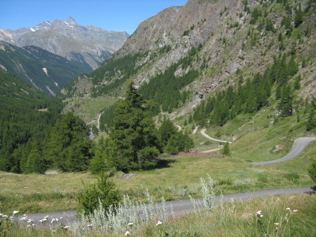 Panoramica sulla strada percorsa per l'ascesa lungo il vallone dell'Urtier