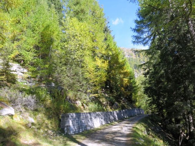 Inizio dello sterrato per l'Alpe Solcio