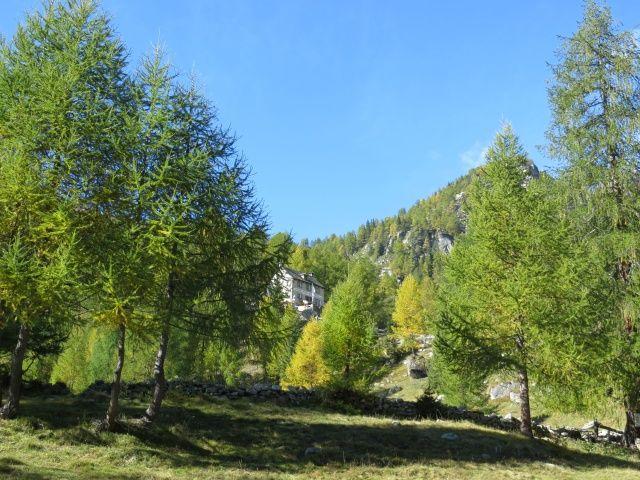 Alpe Solcio, vista sul Rifugio Crosta