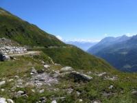 Alta via della Val Bedretto - sullo sfondo l'Adula (Rheinwaldhorn)