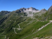 Strada che scende in Val di Goms (Agenetal) dal Passo del Novena