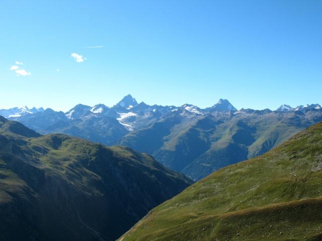 Passo della Novena, panorama sull'Oberland: Finsteraarhorn (centro), Lauteraarhorn (dx), Gross Wannenhorn (sx)