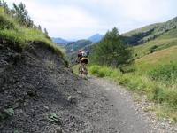 Sentiero per il Rifugio Gherardi prima dei Piani dell'Alben