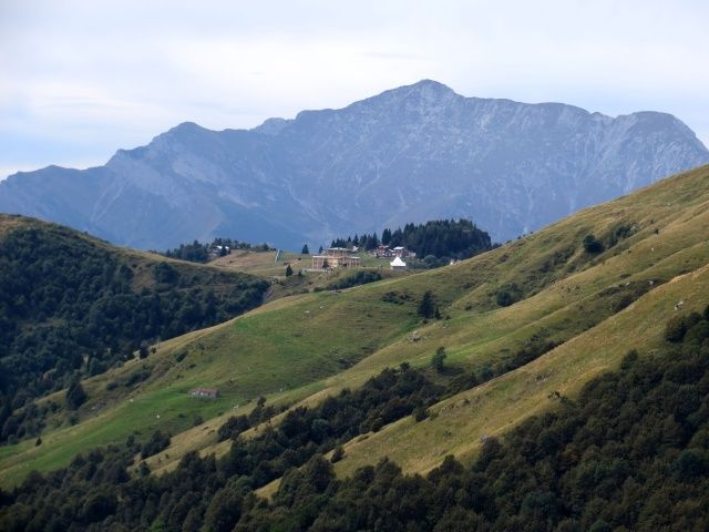 Piani di Artavaggio, vista dai Piani dell'Alben - sullo sfondo la Grigna