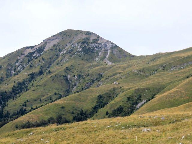 Vista sul Monte Sodadura e su Casera Aralalta dai Piani dell'Alben