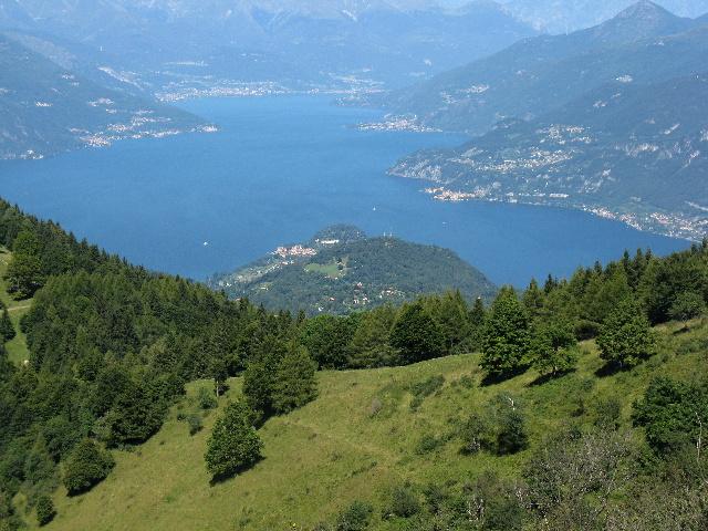 La punta di Bellagio e l'Alto Lago visti dalla Bocchetta di Terrabiotta