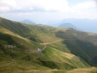 Vetta del Pizzo di Gino - panorama su Alpe di Piazza Vacchera e Rifugio Croce di Campo