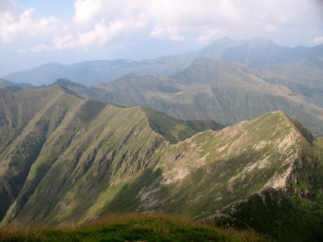 Vetta del Pizzo di Gino - panorama - Passo sulla Alta valle Morobbio