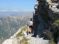 Sotto il Monte Toraggio verso il Passo della Fonte di Dragurina - tratto a mano con corda fissa