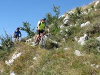 Discesa dal Monte Toraggio verso il colle del Corvo