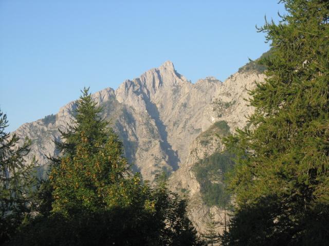 Rifugio Allavena, vista sul Monte Toraggio