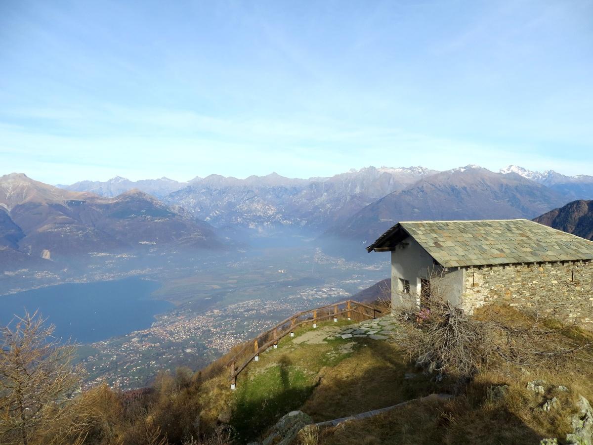 Panorama su Pian di Spagna dalla vette del Legnoncino