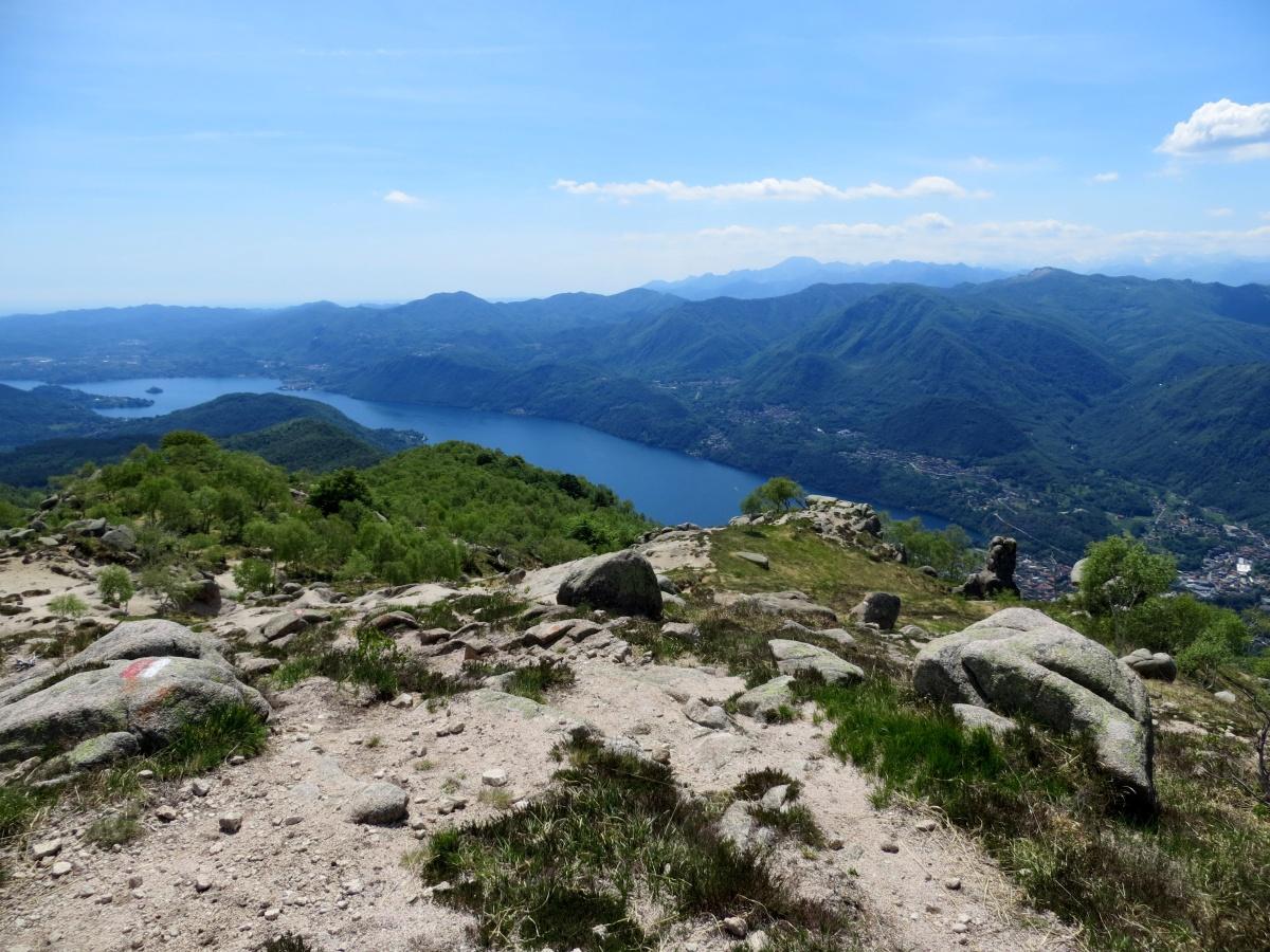 Panorama su Lago d'Orta scendendo in direzione Tre alberi