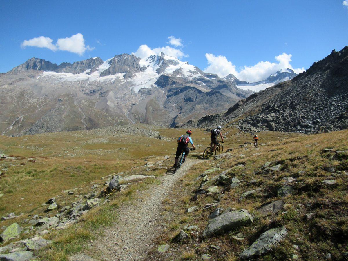 Fantastico trail scendendo dal Col Manteau