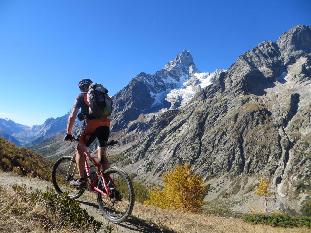 Trail in direzione del Rifugio Bonatti