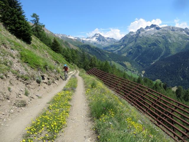 Uno degli ultimi traversi prima dello scollinamento per alpe Äbnimatt