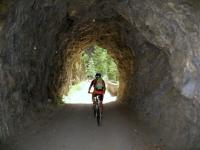 Vecchia strada sterrata della Binntal - attraversamento di galleria scavata nella roccia