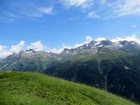 Rilievi ai confini dell'Alpe Devero: al centro la Punta della Rossa (Rothhorn, 2.887) ed a destra la Punta Marani (Schwarzhorn, 3.108)