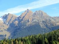 Motto Crostel e Pizzo di Nara visti dagli alpeggi sovrastanti Segin/Gribbio
