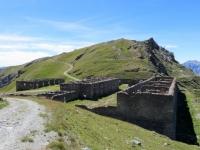 I resti dei baraccamenti militari del Gran Serin