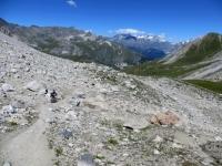 Discesa dal Colle della Rho su sentiero lungo il versante francese