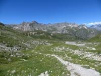 Discesa su sentiero nel vallone della Roue