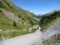 La ripida sterrata che sale al Colle di Valle Stretta da Valfrejus