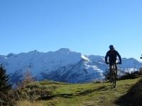 Panorama sui rilievi innevati dell'Obergoms dalla Galmihornhütte - inizio della discesa