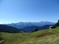Alpe Pilaz - sottostante si intravede la traccia erbosa proveniente dall'Alpe Croux