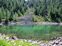 Il grazioso lago Charey