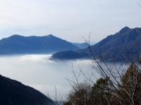 Nebbia in alto lago