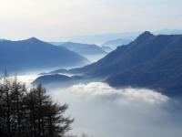 Nebbia in alto lago - dalla sommità del Legnoncino