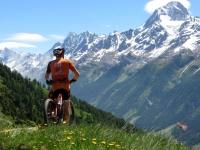 Kummenalp, panorama sui rilievi della Lötschental