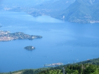 Panorama dalla vetta del Mottarone sul Golfo Borromeo - Isola dei Pescatori (basso) ed Isola Madre (centro)